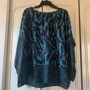 Lightweight blouse with 3/4 open sleeve